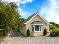 Bedw Arian Cottage, Benllech, Anglesey, Wales, Sleeps 2, Bedrooms 1, Pet Friendly Holiday Cottage.