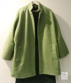 Abrigo de mangas tipo kimono de lana con tres botones en #23CB en Lagasca 83. www.facebook.com/23CBCristinaBarrilero