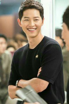 luv from midhat Song Joong, Song Hye Kyo, Korean Star, Korean Men, Asian Actors, Korean Actors, Smile Song, Soon Joong Ki, Les Descendants
