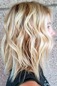"Latest Balayage Colored Short Hair You Will Love, Balayage Hair Color Ideas for 2019 What do you want to tell? With its French definition meaning ""to sweep or paint,"" just so when it comes to hair! Beach Blonde Hair, Beach Wave Hair, Brunette Hair, Beach Waves For Short Hair, Summer Hairstyles, Easy Hairstyles, Hairstyle Ideas, Blonde Hairstyles, Beach Hairstyles Medium"