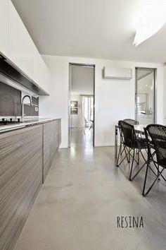FARE CASA: piccole e grandi modifiche prima di arredare un'abitazione - pavimento-resina-spatolata-gobbetto