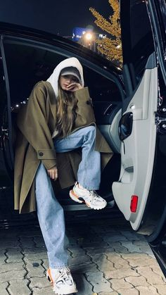 """anyone have to know that you are mine and mine only. Blackpink Fashion, Korean Fashion, Fashion Outfits, Korean Airport Fashion, Blackpink Lisa, Kpop Outfits, Korean Outfits, Lisa Blackpink Wallpaper, Blackpink Photos"