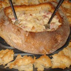 Este pan relleno de queso, esta delicioso. Es un perfecto entrante para una comida con amigos o familia.