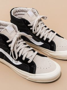 The first sneaker in the collaboration between Fear of God and Vans is now available. The Fear of God x Vans launched today excl. Dream Shoes, Crazy Shoes, Me Too Shoes, Tenis Vans, Vans Sk8, Sneakers Fashion, Shoes Sneakers, Mens Vans Shoes, Look Fashion