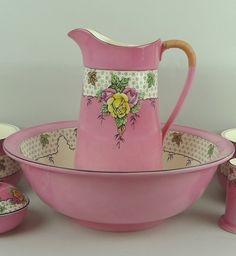Crown Devon ware pottery wash set decorated with a band of leaves against a pink ground, flower pattern.