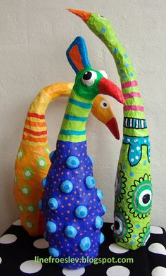 Line Frøslev: Barbara Kobylinska-parafraser over plastikflasker med sølvpapir, og vælge at bruge enten malertape, papmaché eller gipsgaze til skulpturerne.