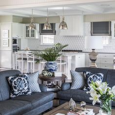 Coastal decor, beach art and furniture. You can improve the natural beauty in your home with splashes of white, as well as beach house decorating ideas. Hamptons Living Room, Home Living Room, Living Room Decor, Green Home Decor, Diy Home Decor, Coastal Decor, Hamptons Style Decor, Blue And White Living Room, White Decor
