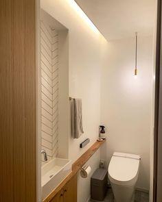 Modern Toilet, Small Toilet, Small Restaurant Design, Tiny Bathrooms, Toilet Design, Japanese Interior, Bathroom Toilets, Japanese House, Small Restaurants