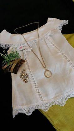 Conjunto de blusa y pantalon, blusa en tela de hilo con encajes suizos y trencillas de hilo, pantalon de corte recto en tela de shantu. siguenos en facebook Guiara by J&T Blouse Styles, Blouse Designs, Cute Blouses, Smock Dress, Embroidered Blouse, Toddler Dress, Chambray, Boho Shorts, Couture