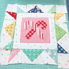 Sewing Block Quilts Bee In My Bonnet: Cozy Christmas Sew Along - Week Ten - Block Ten! Diy Quilt, Flag Quilt, Easy Quilts, Quilt Blocks, Quilt Art, Christmas Fabric Crafts, Christmas Sewing, Christmas Embroidery, Christmas Quilting