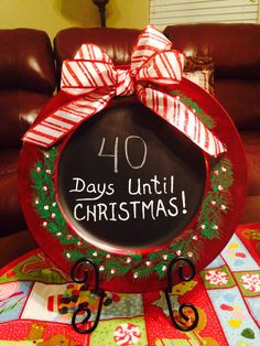 Countdown to Christmas chalkboard charger plate, hand painted! Christmas Plates, Christmas Art, Handmade Christmas, Christmas Bulbs, Christmas Ideas, Holiday Ornaments, Holiday Crafts, Christmas Decorations, Holiday Decor