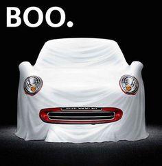 ハロウィンに絡めた小型車MINIの広告 『お化けだぞ~!』  |  AdGang