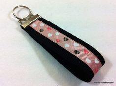Schlüsselanhänger Schlüsselband, schwarz, Herzen von kleine Kuschelrobbe auf DaWanda.com