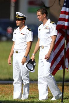 Taylor kitsch and alexander skarsgard battleship movie set