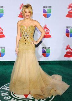 La Preciosa Shakira ha ganado muchos premios, incluyendo cinco MTV Video Music… Foto De Vestidos, Vestido De Gala, Mejor Vestido, Vestidos Elegantes, Vestidos De Fiesta, Shakira Fotos, Premios Billboard De La Música, Vestido Adornado, Celebridades