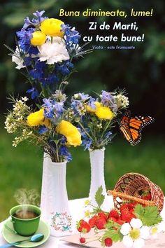 Glass Vase, Table Decorations, Motivation, Home Decor, Decoration Home, Room Decor, Home Interior Design, Dinner Table Decorations, Home Decoration