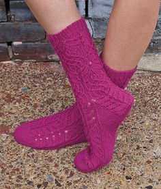 Knitting socks: Sophisticated ideas for the advanced – socken stricken Loom Knitting, Knitting Socks, Hand Knitting, Pink Socks, Wool Socks, Colourful Outfits, Knit Or Crochet, Yarn Colors, Cozy Sweaters