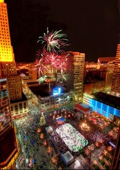 Cincinnati - Tree Lighting on Fountain Square (Day after Thanksgiving to mark the beginning of the Holiday season)