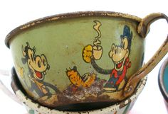 ❤❤❤ 1930s Mickey Mouse tin toy tea cup.