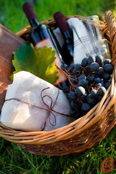 UVE can organiz for you a Winery picnic basket essentials UVE può preparare per voi il cesto per il picnic in vigna