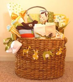 DIY baby shower baskets are perfect for gifting moms when you're on a tight budget. Browse cute baby shower gift ideas with diapers, toys, etc. Baby Shower Gift Basket, Baby Baskets, Gift Baskets, Laundry Basket, Big Basket, Baby Hamper, Cute Baby Shower Gifts, Baby Shower Games, Baby Showers