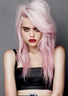 Sky Ferreira's pastel pink hair is so dreamy!