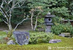 Korean lantern (Chosen-doro, 朝鮮燈籠) and a natural stone hand washing basin (Tsukubai, 蹲). This lantern can be found in front of the Seikatei tea house in the Japanese garden of the Sento Imperial Villa in Kyoto. http://www.japanesegardens.jp/gardens/famous/000047.php Sentō Gosho (Sentō Imperial Palace) | Real Japanese Gardens