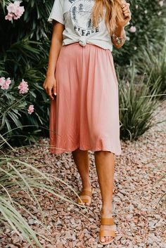 Skirt outfits modest - The ella elastic waistband skirt in salmon – Skirt outfits modest Modest Casual Outfits, Modest Fashion, Cute Outfits, Modest Clothing, Casual Skirts, Summer Clothing, Fashion Top, Emo Fashion, Fashion Watches