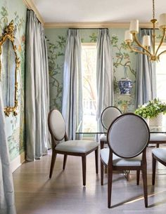 Amy Berry A stunning Chinoiserie dining room featuring many favorites - Chinoiserie wallpaper, silk curtains, a glass dining table, luc. Room Design, Interior, Dining Room Design, Room Remodeling, Room Decor, Dining Room Decor, Elegant Dining Room, Interior Design, Dining Room Furniture