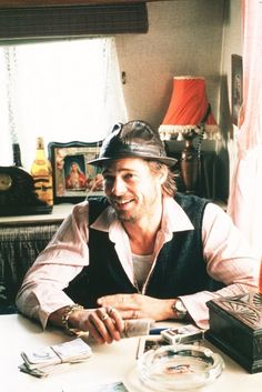 Snatch, Starring: Brad Pitt, Benecio Del Toro and Jason Stratham.