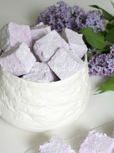 Meringue Pavlova, Pastel Cakes, Purple Food, Recipes With Marshmallows, Flower Food, Mini Desserts, No Cook Meals, Sweet Recipes, Crack Crackers