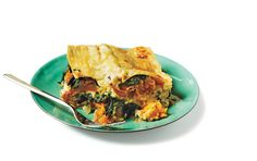 Looking for a vegetarian main to please meat-free palates? This recipe for butternut squash and spinach lasagna, courtesy of Cooking Light, can be whipped up in 2 hours and delivers plenty of fiber...