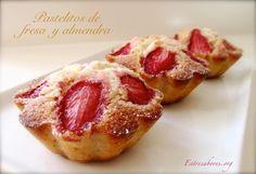 Pastelitos de fresa y almendra
