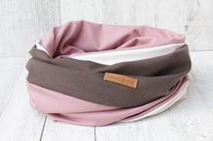 """Schal Loop """"TRICOLOR"""" aus Jersey in TAUPE & ALTROSA und Baumwoll-Jersey in CREME-WEISS  Der Loop kann zweimal um den Hals gelegt werden. Der Material-Mix verleiht dem Schal eine lockere & interessante Dynamik. Die unterschiedlichen Materialien schmiegen sich sehr schön ineinander.  Der Schal dient auch als Sichtschutz & Ruhezone beim Stillen – Stillschal.  Passender Beanie: Mütze UNI altrosa oder Beanie UNI taupe"""