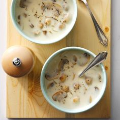 Quick Cream of Mushroom Soup Recipe -My daughter-in-law, a gourmet cook, served this soup as the first course for a holiday dinner. She received the recipe from her mom and graciously shared it with me. Quick Soup Recipes, Mushroom Soup Recipes, Chowder Recipes, Creamed Mushrooms, Stuffed Mushrooms, Stuffed Peppers, Gourmet Cooking, Cooking Recipes, Healthy Cooking