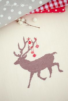 reindeer christmas cross stitch--no tutes but beautiful inspirations