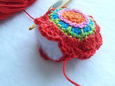 Tutorial for little bag ornament . Crochet Chart, Crochet Motif, Diy Crochet, Crochet Designs, Crochet Flowers, Crochet Patterns, Small Crochet Gifts, Crochet Garland, Crochet Christmas Decorations