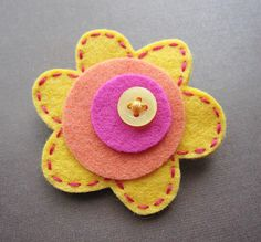 Mod Little Posey Sweet Citrus felt brooch by soleilgirl on Etsy Diy Arts And Crafts, Crafts To Make, Crafts For Kids, Felt Flowers, Fabric Flowers, Felt Brooch, Brooch Pin, Felt Hair Clips, Barrettes