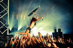 #crowd #surfing at #dour festival http://festkt.co/MMSL1b (#rock #alternative #crowd #festival)