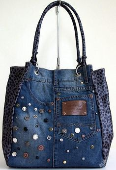 Small Sewing Projects Sewing Projects For Beginners Altering Jeans Blue Jean Purses Denim Purse Denim Crafts Denim Ideas Bolsas Jeans Schneider Cut adding design to pockets - Salvabrani Want to try and make this bag - Salvabrani Denim Tote Bags, Denim Purse, Diy Jeans, Diy Sac Pochette, Jean Diy, Blue Jean Purses, Denim Crafts, Diy Handbag, Recycled Denim