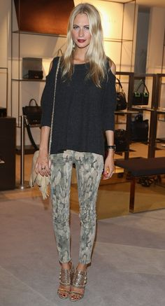 Model Poppy Delevingne dressed up her printed pants with black sweater and glitters sandals.