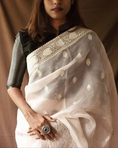 Want to shop Super Stylish Sarees Online? Do check out this brand& collection here. Indian Blouse Designs, Blouse Back Neck Designs, Fancy Blouse Designs, Silk Saree Blouse Designs, Stylish Sarees, Stylish Dresses, Sari Dress, The Dress, Indian Beauty Saree