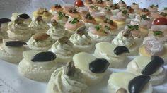 Canapés tradicionales... Pasta eneldo- pistacho/ palmito- aceituna/ pasta albahaca- almendra/ queso- rollito jamon queso crema