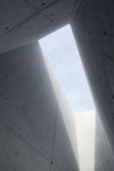 rw concrete church - gyeonggi-do south korea - nameless architecture - photo by rohspace Concrete Architecture, Church Architecture, Space Architecture, Architecture Details, Shadow Architecture, Asian Architecture, Concrete Yard, Concrete Forms, Cement