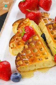 Strawberry and Vanilla Waffles - Pinch Of Nom Slimming Recipes Slimming World Waffles, Slimming World Puddings, Slimming World Desserts, Slimming World Dinners, Slimming World Recipes, Low Fat Waffle Recipe, Waffle Recipes, Slimming World Breakfast Ideas Quick, Syn Free Breakfast