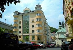 AURA PALACE is located directly in the heart of spa centre, close to the world-renowned Vridlo with thermal curative water, has its own exclusive trademark for the use of thermal water during treatment procedures. Hotel AURA PALACE **** is a member of Association of hotels and restaurants of the Czech Republic.