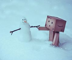 Danbo holds hands with a snowman :) Extreme Photography, Toys Photography, Danbo, Box Robot, Amazon Box, Pool Images, Robots Characters, Make A Snowman, Christmas Feeling