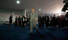 Renan Calheiros (PMDB-AL) chega ao Senado, onde assinaria a notificação de afastamento