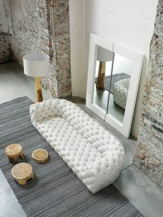 White Sofa Design Ideas & Pictures For Living Room has helped you to make your home more stylist and elegant as you want. White sofas create clean, elegant lines in your room. Canapé Design, Deco Design, Design Ideas, Loft Design, Modern Design, House Design, Decoration Inspiration, Interior Inspiration, Design Inspiration