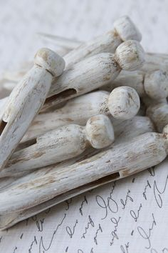 Vintage Clothespins White Distressed Shabby Chic .